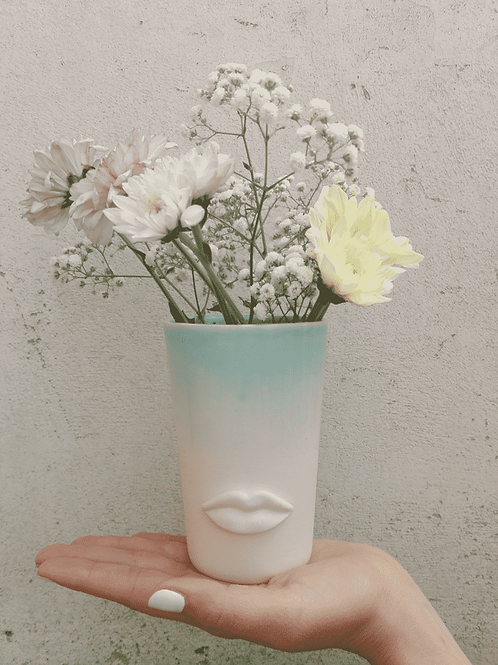 SMALL CERAMIC VASE FLOWER HOLDER WITH LIPS