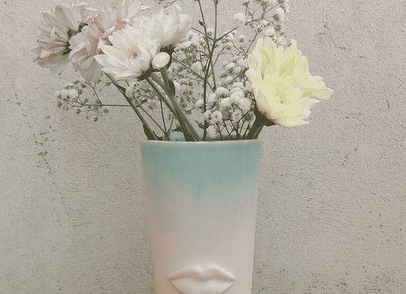 SMALL CERAMIC VASE FLOWER HOLDER WITH LIPS