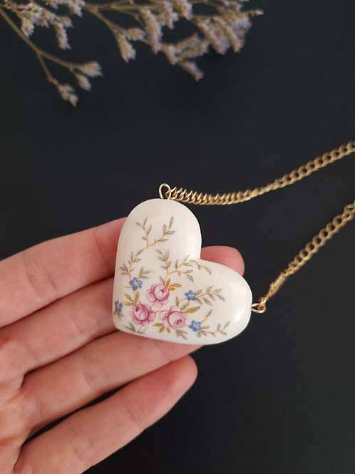 HEART NECKLACE - WHITE WITH FLOWERS