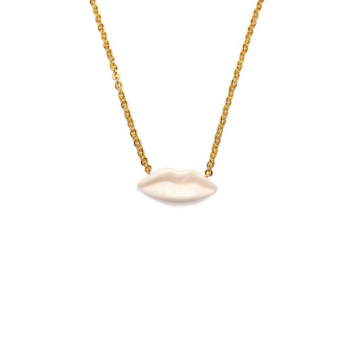 WHITE M KISS NECKLACE