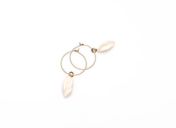 WHITE PETITE LIPS HOOP EARRINGS