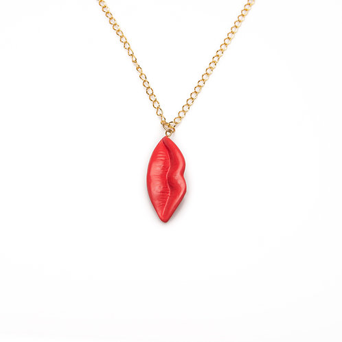RED L VERTICAL LIPS NECKLACE