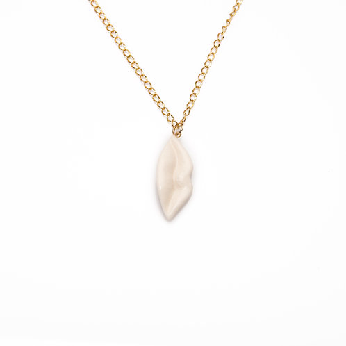 WHITE LARGE VERTICAL LIPS NECKLACE