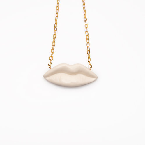 WHITE XL LIPS NECKLACE