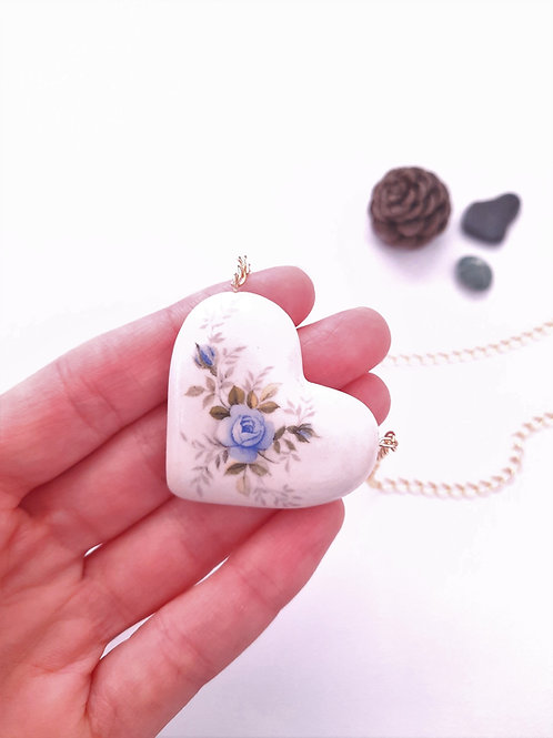 HEART NECKLACE - WHITE WITH BLUE ROSE FLOWERS