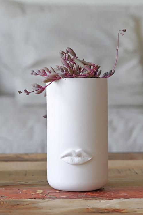 MEDIUM WHITE CERAMIC FLOWERPOT WITH LIPS