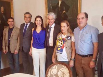 Líderes opositores se reúnen en España para afinar estrategias de cara al diálogo