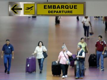 Crisis política y económica obliga a los venezolanos a emigrar