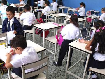 Niños se desmayan en las escuelas por falla del PAE