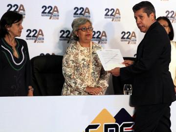 Henri Falcón presentó candidatura presidencial y la MUD lo repudió