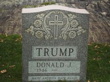 Aparece lápida de Trump en Nueva York