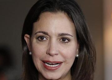 """María Corina Machado retó a Tibisay Lucena: """"Firma aquí"""""""