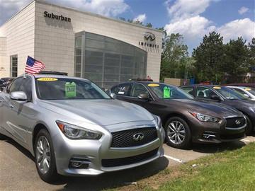 Autos de alquiler devueltos inundan el mercado en EEUU