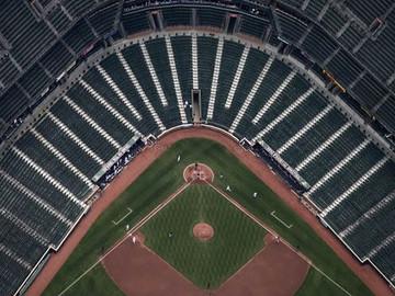 La crisis económica golpea el beisbol venezolano