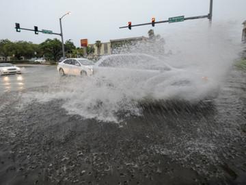 Advierten posibles inundaciones en sur de Florida