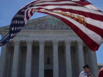 Corte Suprema de EEUU valida decreto que bloquea entrada a ciudadanos de seis países y a funcionario