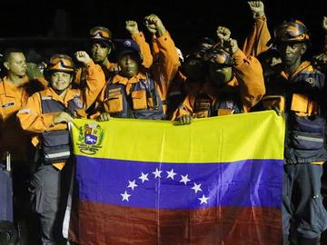 Más de 80 héroes venezolanos llegan a Venezuela tras prestar apoyo en Ecuador