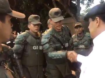 Maduro se acercó a GNB para felicitarlos por reprimir protestas