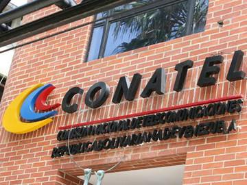 """Conatel amenazó a televisoras con cierre si sale la palabra """"dictadura"""""""