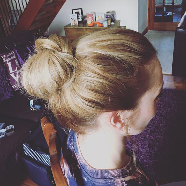 Messy bun for the very lovely Marnie! #m