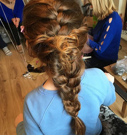 Dreamy flower girl hair 😍 •••••••_#flow