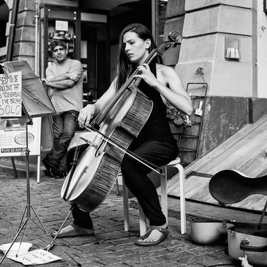 Strassenmusik_Cellistin_Lana_Kostic