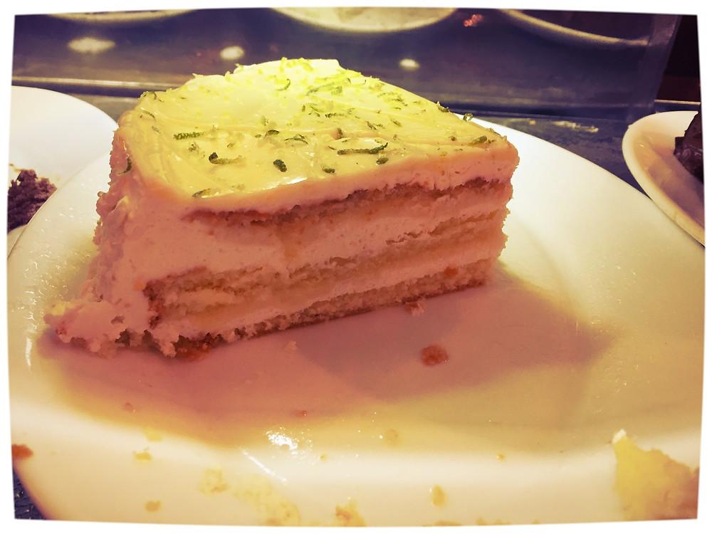 (Image-Photo) Lemon Cake in Café Contexto