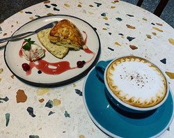 Morning scone and cappuccino  早安 世界 來杯卡布