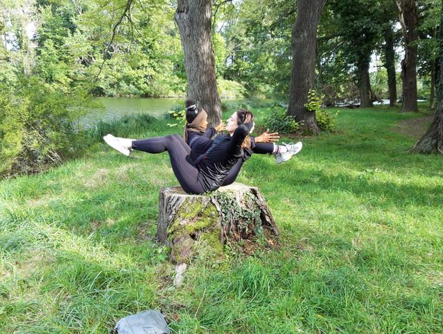 Yogaübung in Wien beim Yogawalk