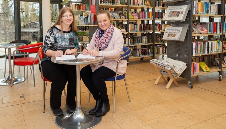 Unterzeichnung der Kooperationsvereinbarung zwischen Grundschule und Gemeindebücherei