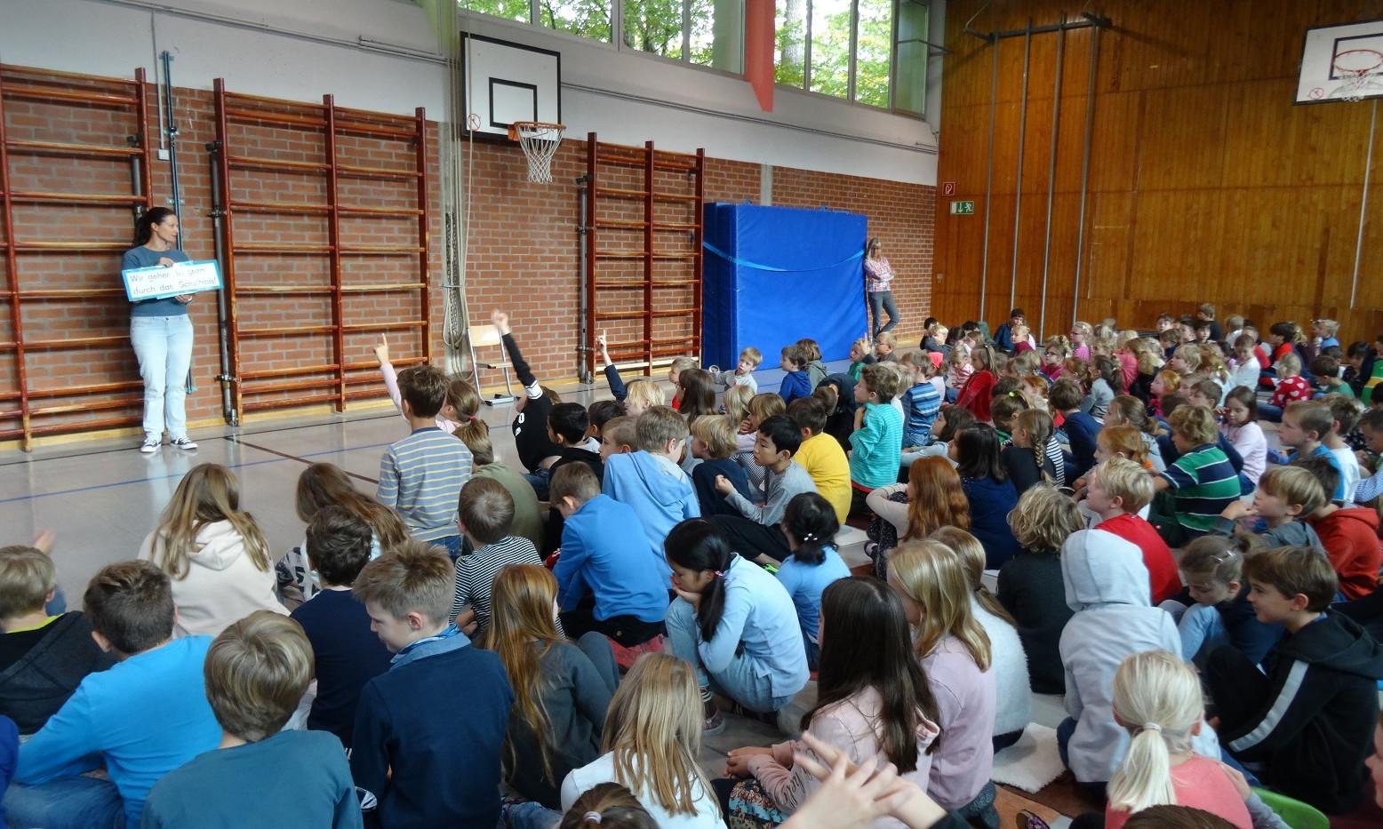 Unsere erste Schulversammlung im neuen Schuljahr