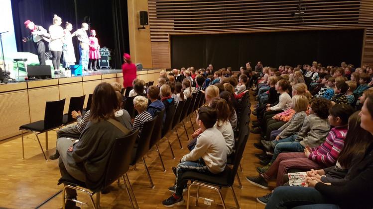 Unser diesjähriger Kulturtag für die gesamte Schule fand wieder im Kupferhaus in Planegg statt