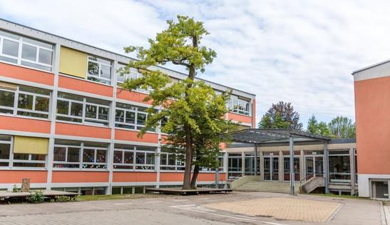 Schulgebäude_2_kleiner.jpg