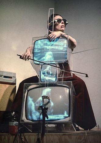 harlotte Moorman performing in 1971.jpg