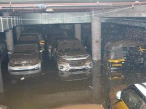 Heavy rain lashed the city, Mumbai: Over 400 vehicles submerged in rainwater