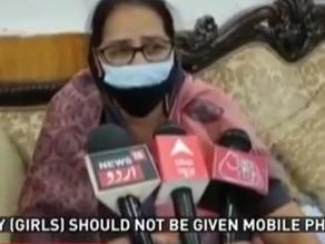 Girls shouldn't get mobiles as it leads to rape, says Meena Kumari