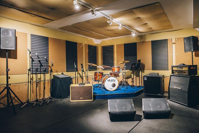 Réservez notre studio «Le Bistro» en ligne ou au 514-769-6515 - Musicopratik Verdun