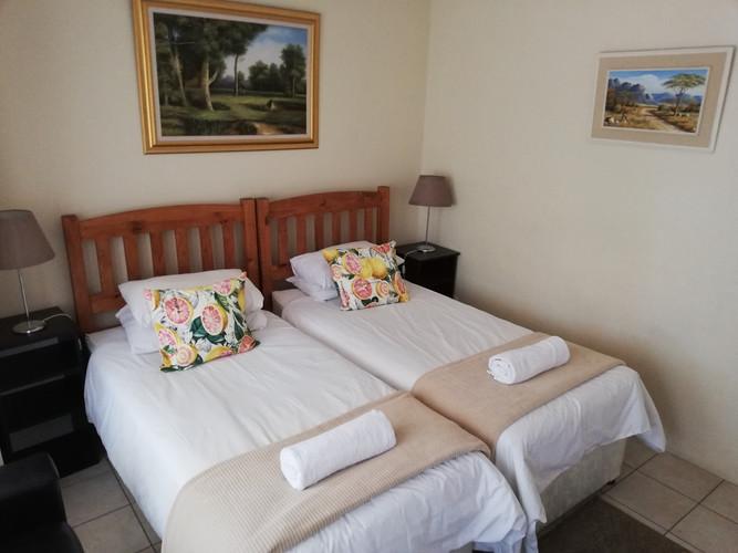 Suite main bedroom.jpg