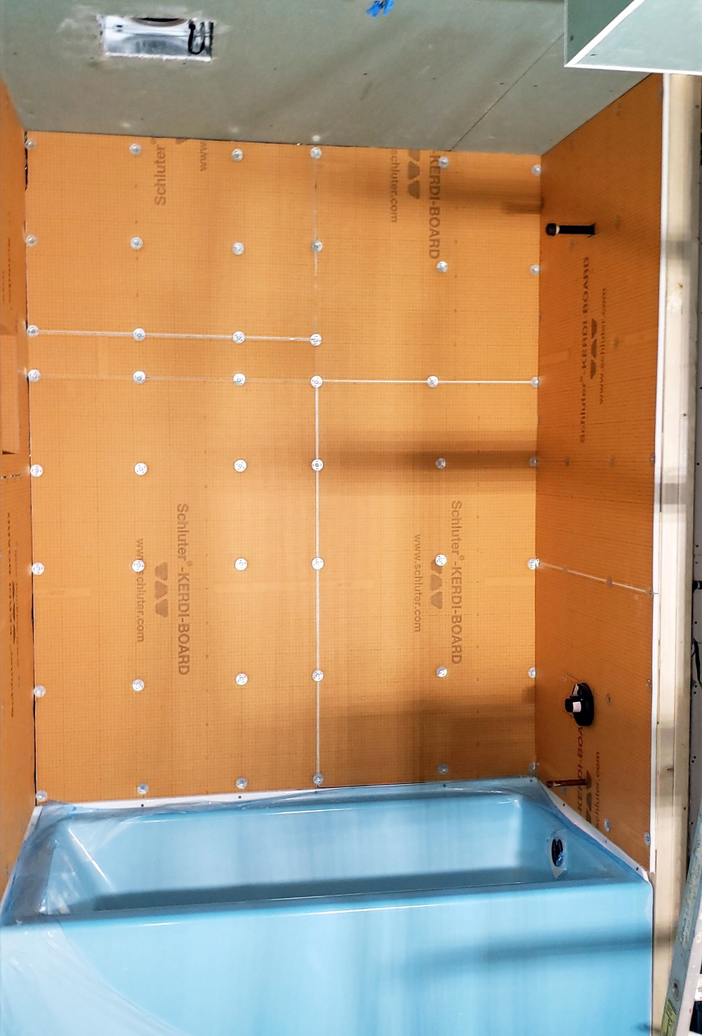Tub surround with Kerdi-board | Schleuter-system | basement bathroom