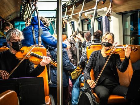 Pau : des musiciens de l'OPPB jouent dans les bus.