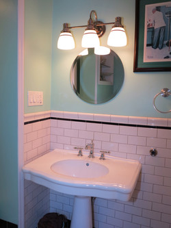 Middle Valley Guest Bathroom