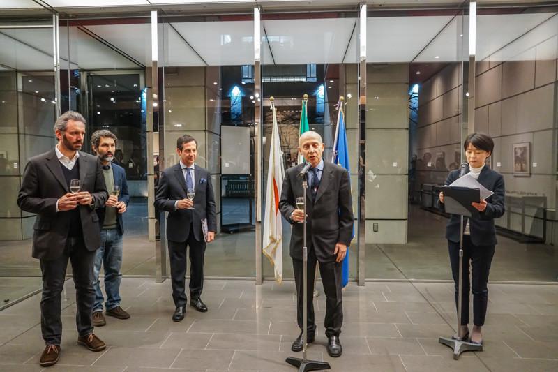 L'Ambasciatore Giorgio Starace (al centro) e il direttore dell'Istituto Italiano di Cultura a Tokyo, Prof. Paolo Calvetti