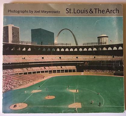 St. LOUIS & the Arch, un libro di Joel Meyerowitz