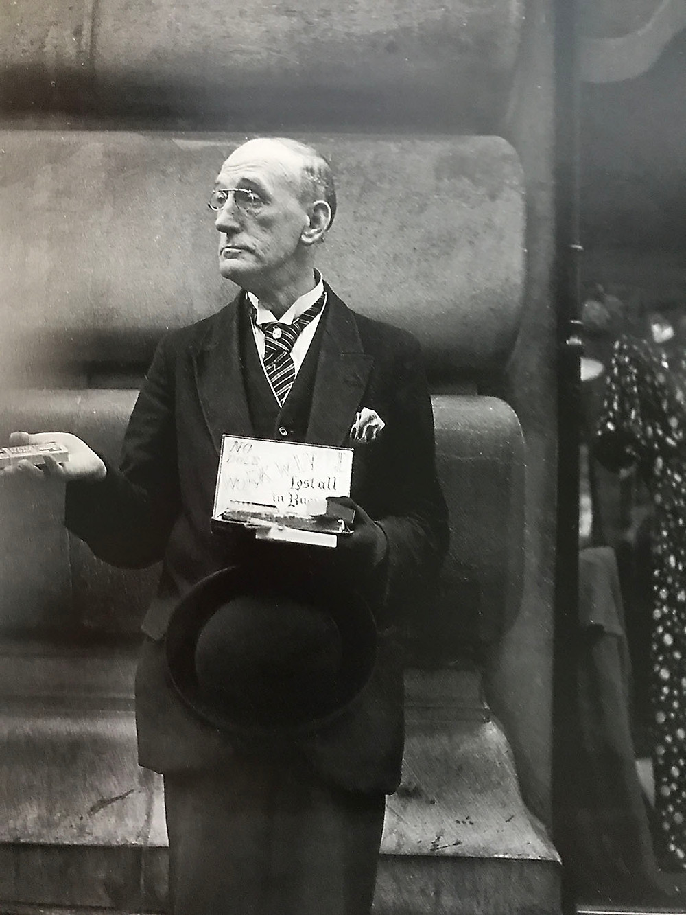 Niente elemosina, voglio un lavoro 1934, fotografia di Dora Maar