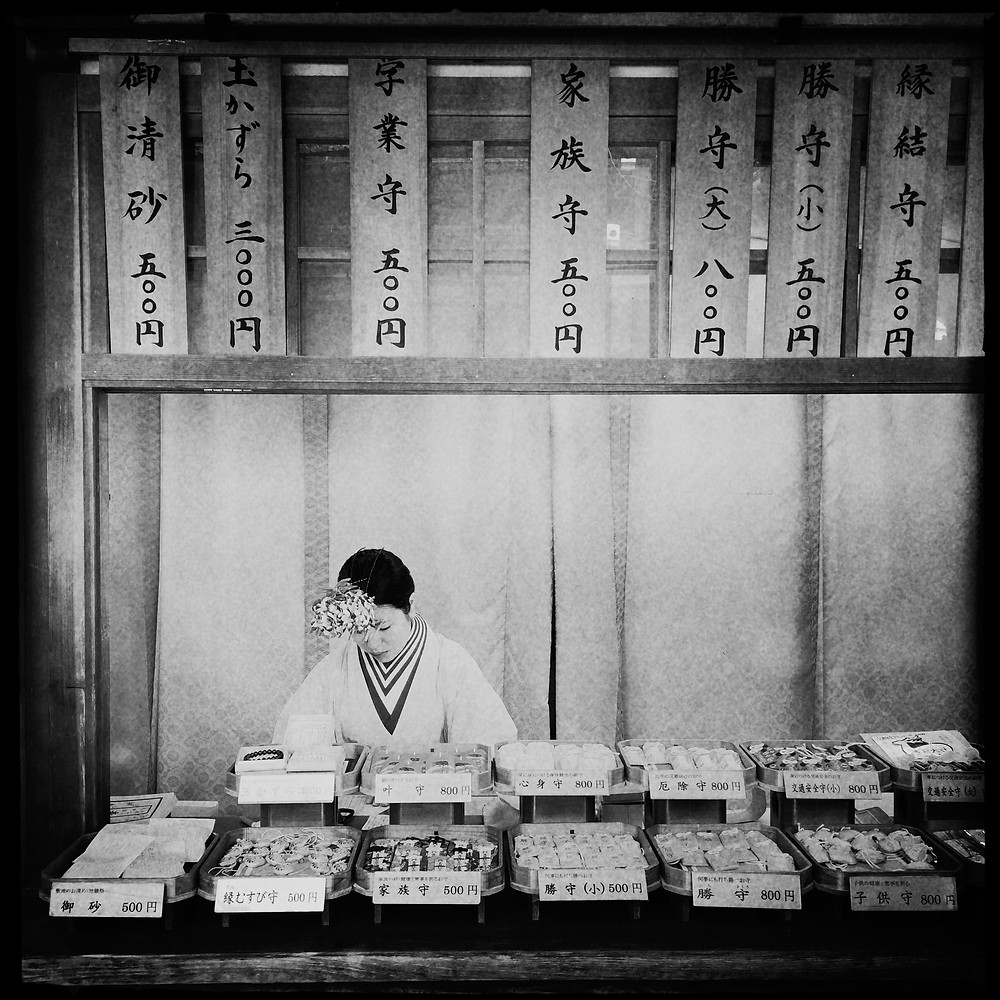 Tokyo Giappone fotografia bianco e nero bnw reportage street photography mobile iphone tradizionale