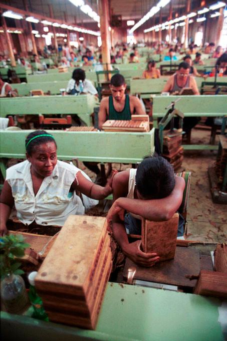 Cuba Avana Habana fabbrica sigari reportage giorgio cosulich