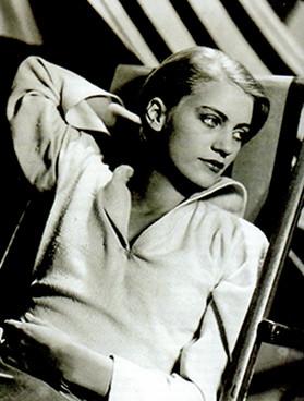 Lee Miller modella