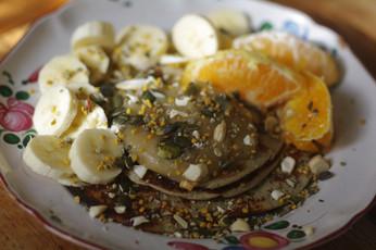 Pancakes rapides à base de bananes et cuits à l'huile de coco