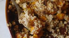 Crumble salé au potimarron, patate douce et confit d'oignon