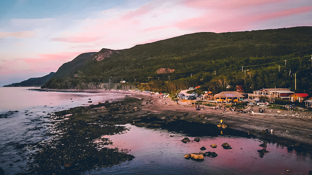 Visit Canada to see best hostels like Auberge Festive Sea Shack here